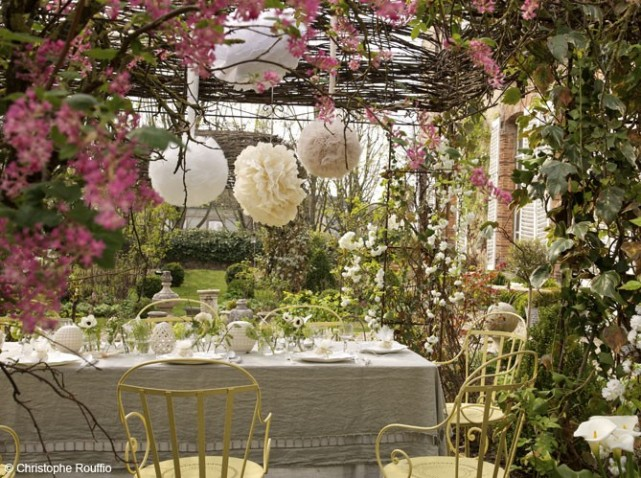 Fleurs-table-campagne_w641h478